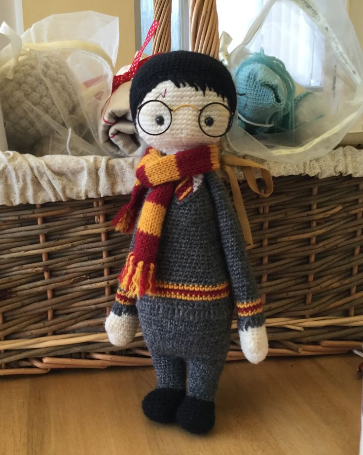 Harry Potter mod made by Sheila D. / based on a lalylala crochet pattern