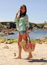 propuesta short y bolso en la playa