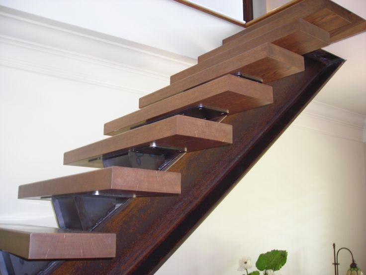 Escalier à limon central : du design et de la sécurité en un seul morceau