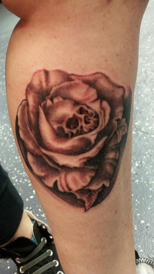 Rose Skull Tattoo by Angel Caraballo | Tattoos by 100 ...
