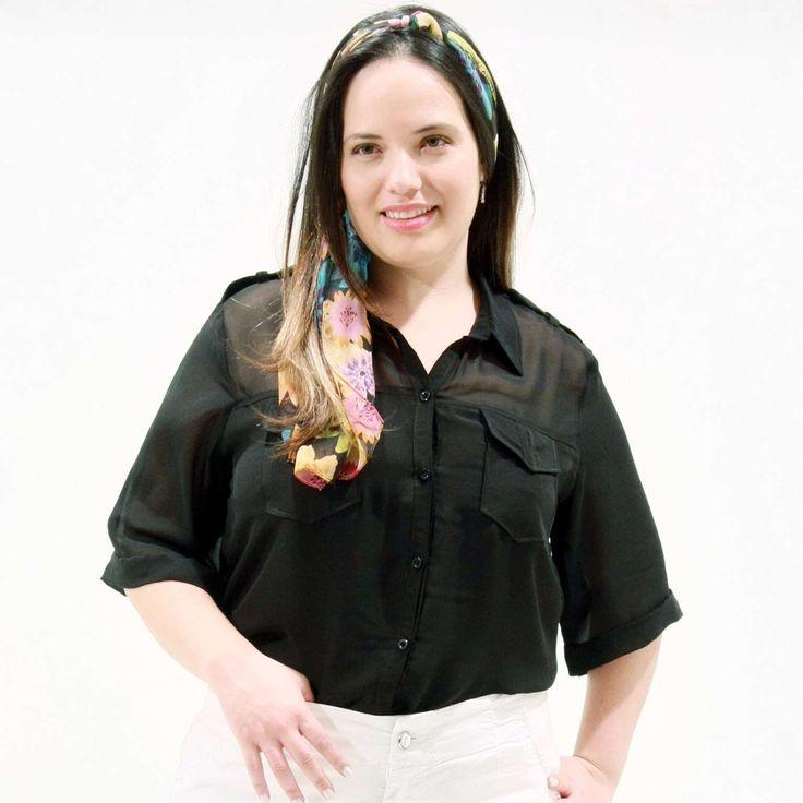 Camisa Dupla Musseline Preta Plus Size Camisa dupla de musseline preta; Lapelas no ombro com botão; Bolsos na frente Pala frente costa transparente; #camisaplussize #plussize #modaplussize #modaplussizebrasil #mulherplussize #mulheresplussize #tamanhogrande #vickttoriavick #modaplussizebr #plussizebrasil #fashion #feitonobrasil #plussizes #plussizebr #gordinhasdobrasil #modafemininaplussize #somosplussize #lojaplussize #lojafeminina #mulheresreais