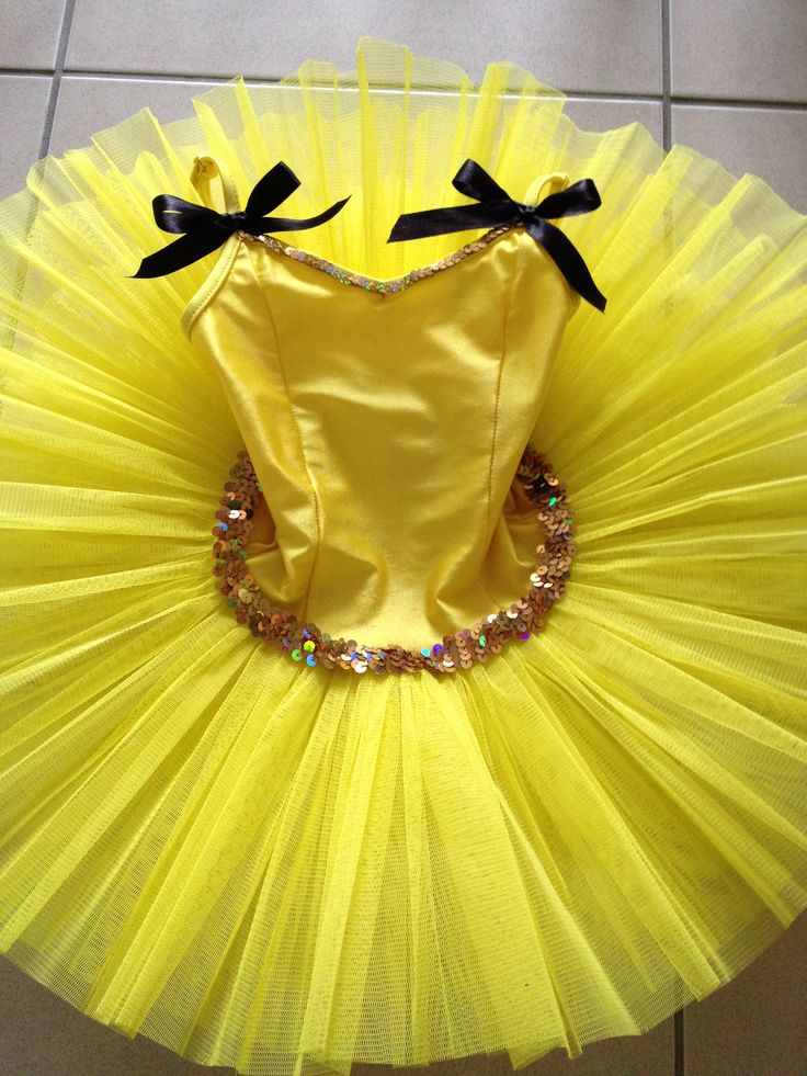 *Emma Wiggle Tutu* DIY: Studio 7 yellow tutu + black ribbon + gold string sequins + hand stitching = very happy little girl!