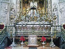 Urna de plata que contiene los restos mortales de San Fernando. Capilla Real de la Catedral de Sevilla.
