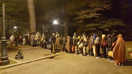 Roma, i migranti del Baobab ospiti nel giardino della basilica del Verano