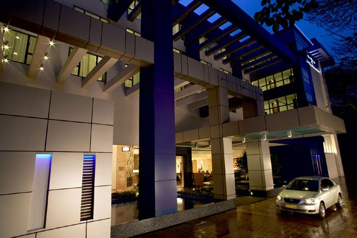 Adarsh Hamilton is luxury business hotel located neighborhood off Richmond Circle, Bangalore. Offers excellent service whose travel for business & family vacation.