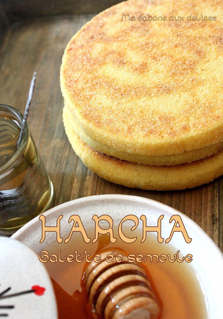 Harcha est le nom donné à la galette de semoule typiquement marocaine. Son aspect sablé lui donne un goût particulier. On mélange la pâte un peu comme