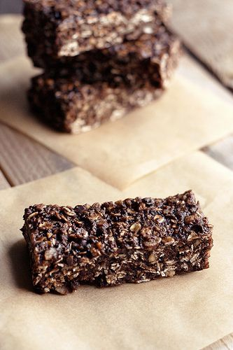 Chocolate Peanut Butter Energy Bars: Gluten-free, vegan and refined sugar free!