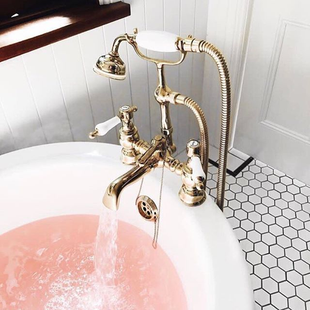 • PINK • Love everything about this picture • Image via Pinterest • #bath #hold #pink #vintage #bathroom #inspo #bathroominspo  #Regram via @onedaybridal