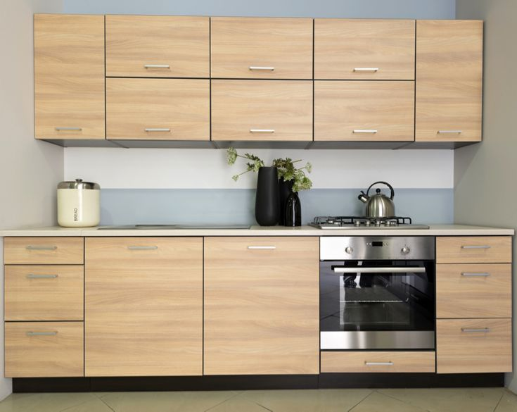 Kuchyně Cora 101 DM Klasická kuchyně s vodorovnou kresbou dřeva opticky rozšíří i nevelkou kuchyni. Pracovní deska v zemitém barevném odstínu je vyrobena z vysokotlakého laminátu.  #kuchyne #klasickekuchyne #gorenje #modernikuchyne #kuchynedubsonoma #dubovekuchyne #kuchynskelinky #modernikuchynskelinky #interier