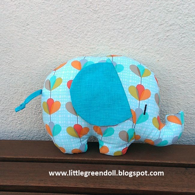 https://flic.kr/p/C57s27 | PATCH5205-Elefante-RetroMama-2015-12-02 | Elefante de RetroMama / RetroMama Softie Elephant More information at www.littlegreendoll.blogspot.com