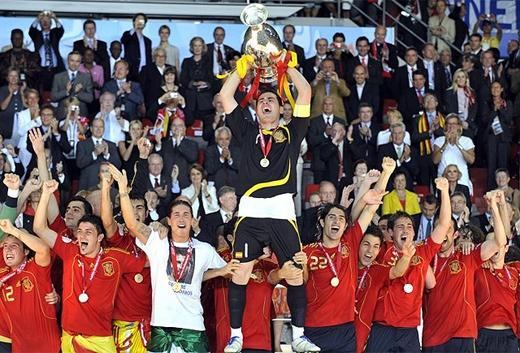 Gary Lineker se equivocaba, el fútbol es un deporte en el que juegan 11 contra 11 y NO siempre ganan los Alemanes ...  A POR LA EUROCOPA 2012!