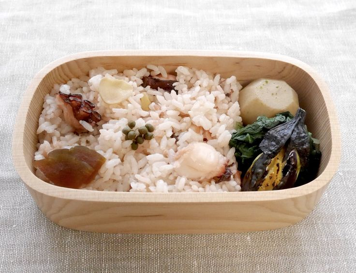 蛸飯220g(実山椒の佃煮、奈良漬)、小茄子田楽、ほうれん草と水菜(ポン酢別添)、里芋のたいたん(振り柚子)