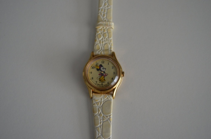 Vintage Minnie Mouse Watch Collectible w Crocodile Calf by Lorus Quartz.