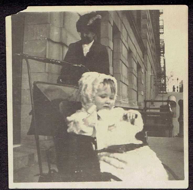 I631 CUTE LITTLE BABY SITTING IN STROLLER OLD Vintage Photo/Snapshot