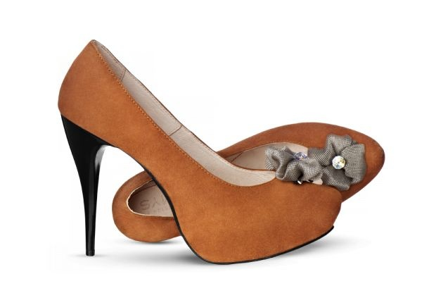 Beautiful every-day yet exceptional pumps made of soft brown suede with a thin black stiletto, decorated with a subtle golden flower will make a seemingly ordinary day a striking one. More on: http://mysfashion.com