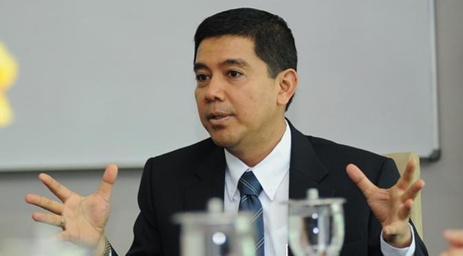 Kepastian isu pemberlakuan moratorium pegawai negeri sipil (PNS) masih mengundang rasa penasaran di tengah masyarakat.