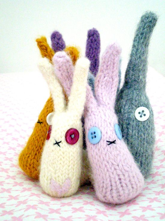Adorable (and simple) knit bunny rabbits just in time for Easter. See more spring kid knits at SmallforBig.com #knitting #kids #easter #spring