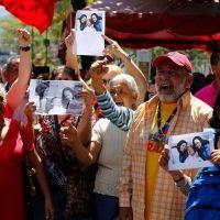 Fotografías de Chávez generan sentimientos encontrados en Venezuela: Center, Bolívares En, Caracas, Chávez Fueron, Chávez Generan, In The