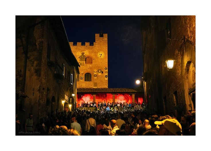 Imagine a medieval village, a lovely street art festival and music in the air: you have Mercantia, lovely street art festival taking place in the beautiful setting of Certaldo Alto, one of the most well-preserved medieval villages in Europe! #certaldo #tuscany #mercantia #lights  www.hotelcertaldo.it