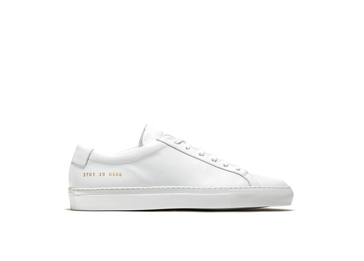 ACHILLES LOW SNEAKERS COLOR WHITE-made in italy white calfskin achilles low sneakers. color co-ordinated cotton laces. gold-tone size and style code at lateral side. leather insole featuring the common project logo. 2 cm high seamed sole in rubber.