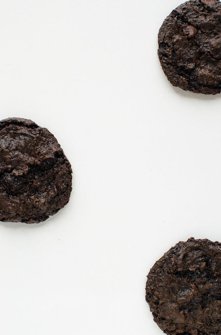 Flourless Chocolate Cake Cookies by katyskitchen.ca #vegan #glutenfree ...