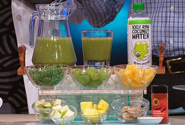 Physical medicine and rehabilitation specialist Dr. Ian Smith shares a tasty recipe for a fiber-filled smoothie from his new book, Super Shred: The Big Results Diet.