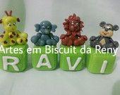 Cubos decorados em Biscuit, ficam lindos.