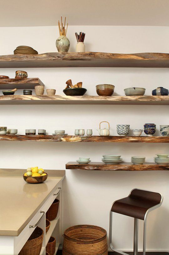 ...wonderful wooden shelf in the kitchen