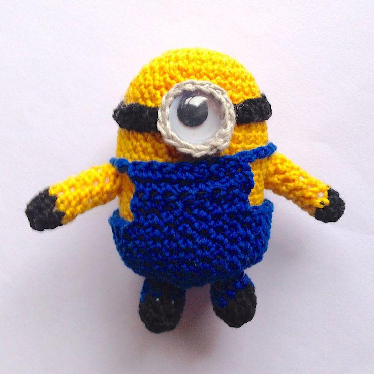 Piccolo Minion amigurumi del film Cattivissimo me, con vestito removibile, fatto a mano all'uncinetto, by La piccola bottega della Creatività, 15,90 € su misshobby.com