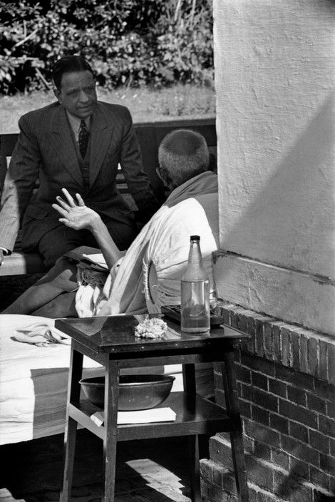 Magnum Photos Photographer Portfolio   Henri Cartier-Bresson INDIA. Delhi. Birla House. 1948. An interview with GANDHI the day before his assassination.