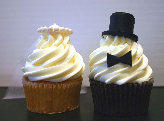 Bride and groom cupcakes:  Why not forget the typical huge wedding cake and choose cupcakes as a substitute for our guests and all of them dressed as bride and groom?    The bride could be a carrot cupcake with cheese frosting and the groom one of chocolate or Oreo, both with characteristic details of the couple, as the veil and bow tie or hat. What do you think?