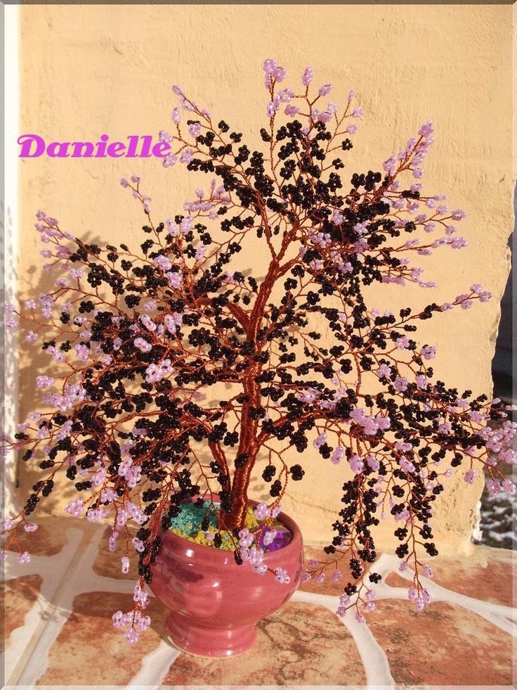 Copacel realizat din sarma de cupru si margele de sticla