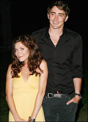 Anna Friel and Lee Pace from Pushing Daisies!