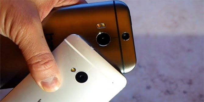 Impact Resistance Test, HTC (M7) versus HTC (M8)  When seen from the side of design, would look not much significant change between HTC One (M8) with HTC (M7). However, in terms of strength, which is more superior?