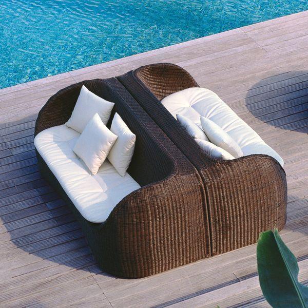 Rattan Outdoor Sofa Weiße Kissen Roberti Italien