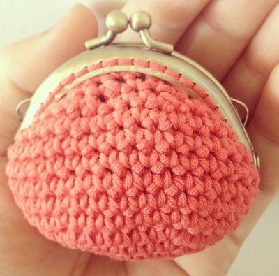 Fuente: http://ladycrochet.blogspot.com.es/2013/09/monederos-de-crochet.html