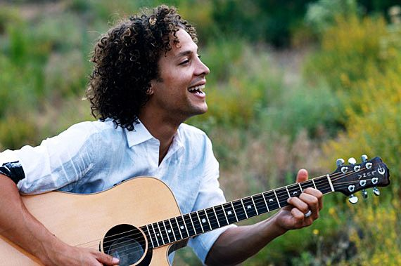 Justin Guarini Plays Luna Guitars