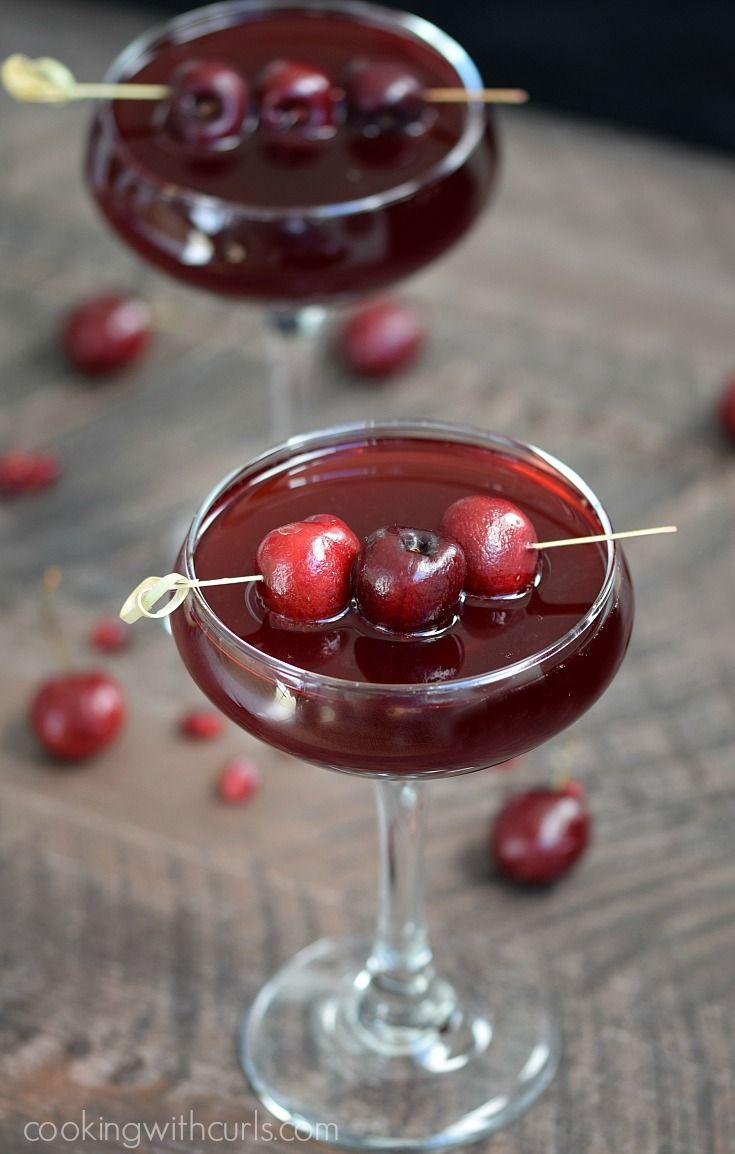 Pomegranate Cherry Spritzer via @cookwithcurls