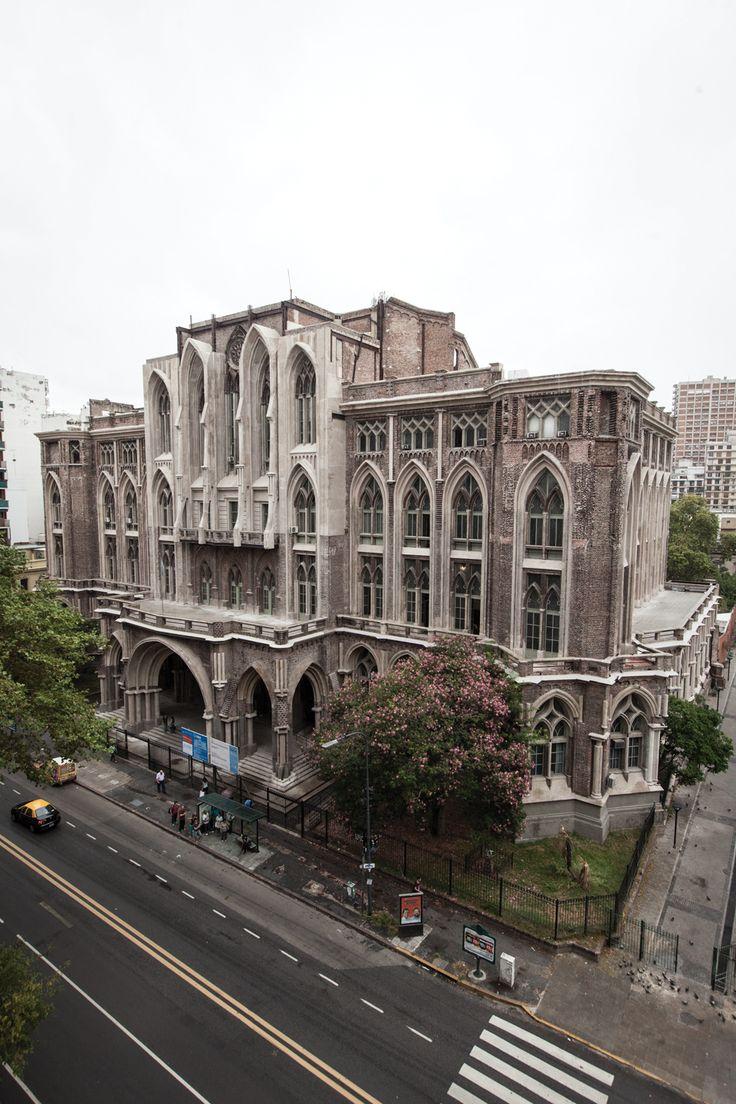 La sede de la facultad de Ingeniería de la UBA, sobre la avenida Las Heras, Buenos Aires.