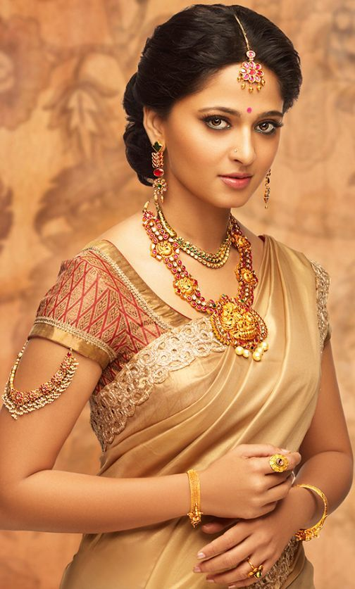 Indian Hot Model Anushka Shetty Photos Gallery In Designer Red Saree
