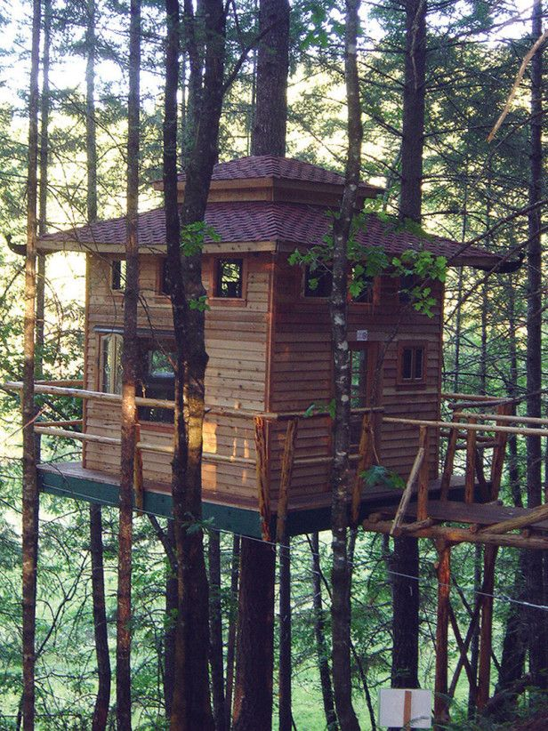 Located near the coastline of Southern Oregon, the bed and breakfast options at Vertical Horizons are delightfully different with a different theme for each treehouse. Featured here is The Shiitake, which is a great place to hang your hat while exploring the nearby Redwood Forest, the Oregon Caves and other sights.