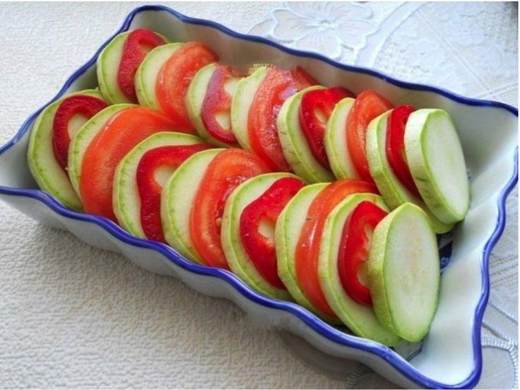 Nakrájané paradajky s cuketou