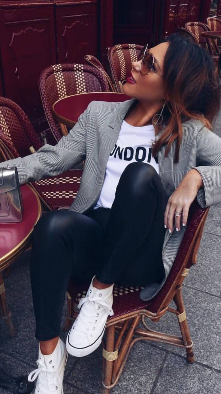blazer, tshirt, black jeans and sneaker. I love this! need to get a grey and black blazer.