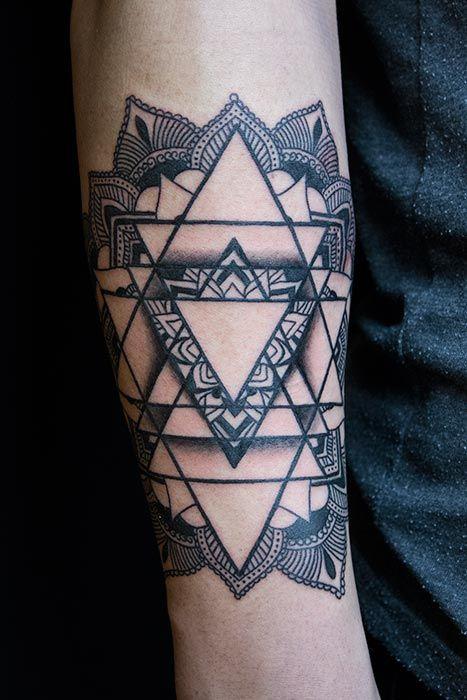 Biro-Blanka-tetovalo-tattooist-tattoo-artist-geometric-03-08