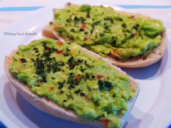 Tartinade à l'Avocat, Piment Doux et Oignon Nouveau #vegan @ tastinggoodnaturally.com