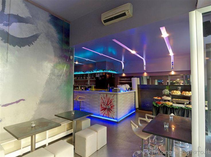 Milano - Gli interni psichedelici del Kitsch Bar