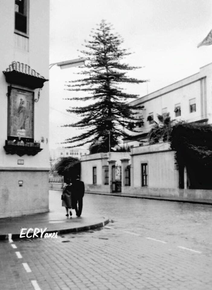 Antigua esquina del colegio de los Salesianos, frente al estropeado hospital militar.