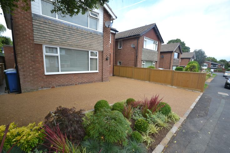 Resin bound gravel driveway with planting in Bramhall.