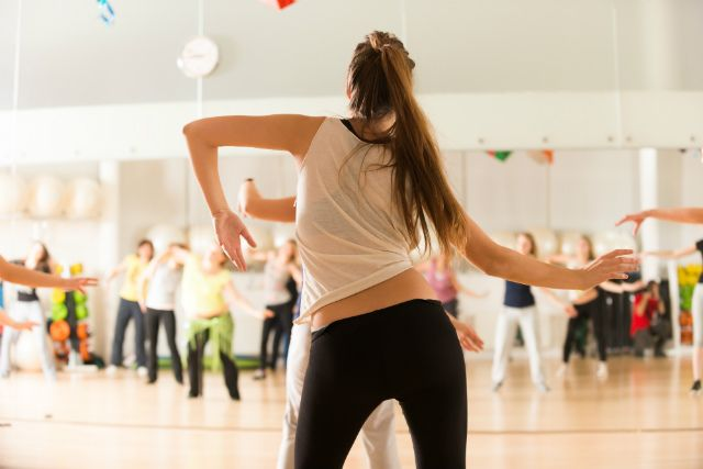 Have you ever improvised a few dance moves before? If you haven't, don't worry. Use these starter tips to help you improvise dance moves anywhere you go.