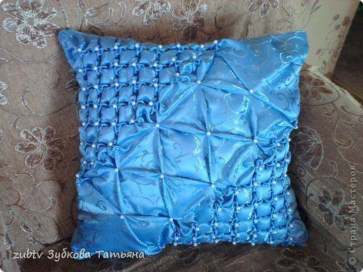 """Добрый вечер! Эту подушку я делала на заказ. И заодно решила сделать мастер-класс. Выставляю на ваш суд. Подушка выполнена в технике """"буфы"""". Для украшения использовала белые бусины. фото 1"""